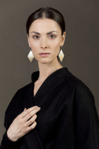 Hunt. Gold-plated silver earrings